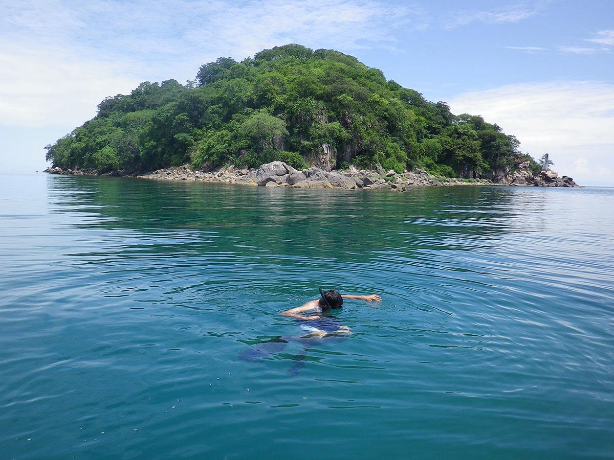 snorkelling & scuba - freshwater-lake-malawi-blue-zebra-lodge-accommodation-bookings-malawi-lodge-location-travel-booking-nankoma-island-marelli-peninsula